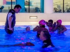 Wachtlijsten zwemles groeien door coronacrisis: 'die lijst gaat nog langer worden'