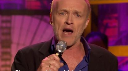 Stef Bos zingt hilarisch liedje over patatje kapsalon