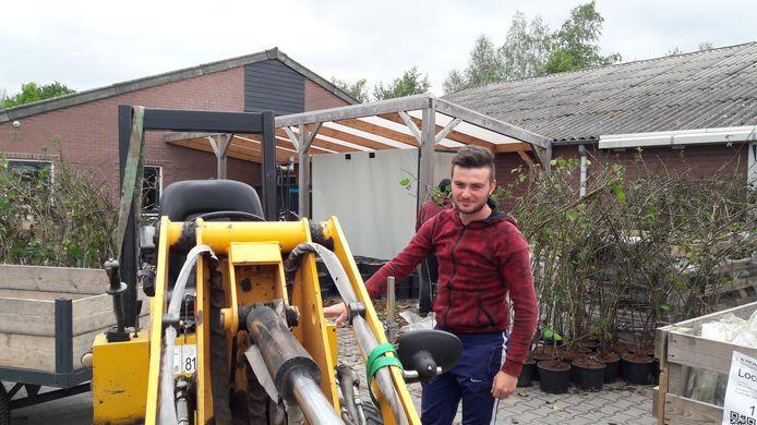 Ionut Tanase, een van de Roemeense arbeidsmigranten bij  Van Hoof Zachtfruit & Asperges in Olland.