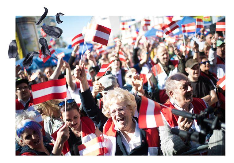 Aanhangers van de FPÖ tijdens de verkiezingscampagne voor het Europees Parlement in mei 2019.  Beeld Getty