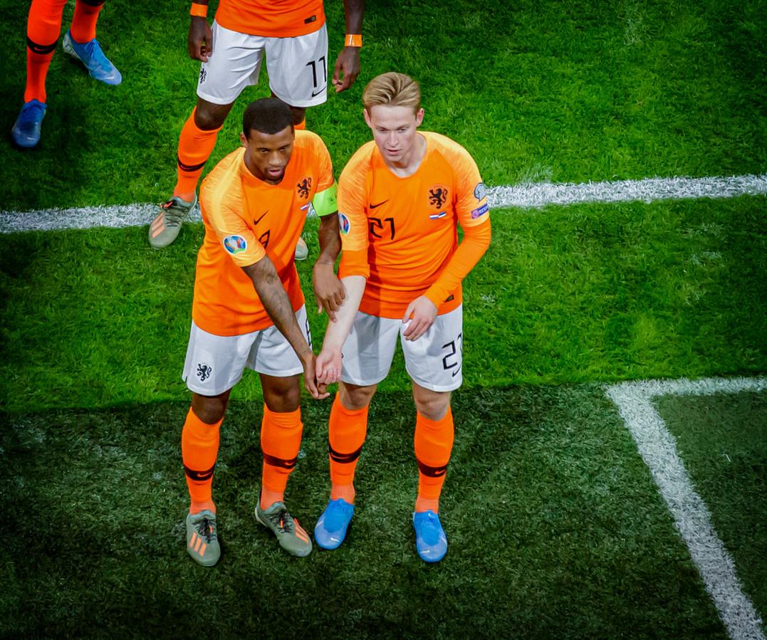 Volgens Louis van Gaal zou Georginio Wijnaldum (links) een goed boegbeeld zijn in de acceptatie van homo's in het profvoetbal.