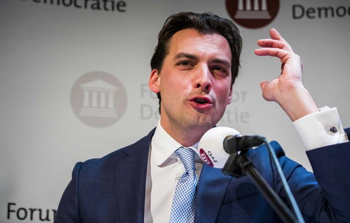 Thierry Baudet (FvD) spreekt de aanwezigen toe tijdens de uitslagenavond van de Provinciale Statenverkiezingen.