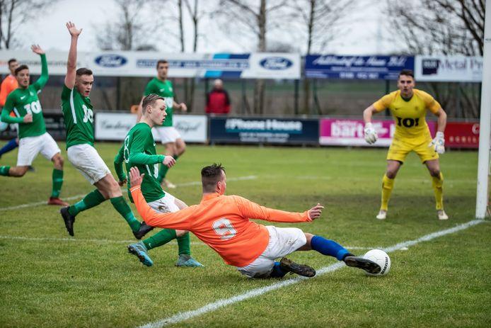 Kogelvangers (groene shirts) verloor tegen medesubtopper Den Bommel en liep daarmee duur puntenverlies op. (archieffoto tegen Seolto)