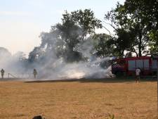 Brand in weiland bij boerderij in Barneveld