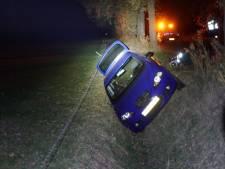 Automobilist neemt bocht te ruim in Ruurlo en rijdt sloot in