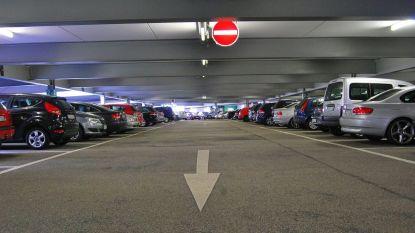Alle Brugse parkings volzet: politie roept op om niet meer met de wagen te komen op eerste soldendag