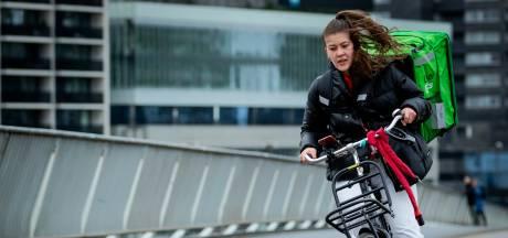 Storm zorgt voor overlast in de regio Rotterdam, spandoeken in De Kuip liggen 'schots en scheef'