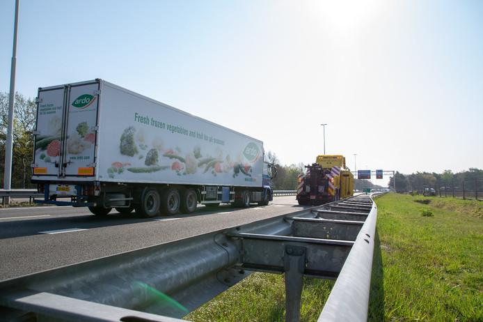 Vrachtwagen stilgevallen op A58 bij Moergestel.