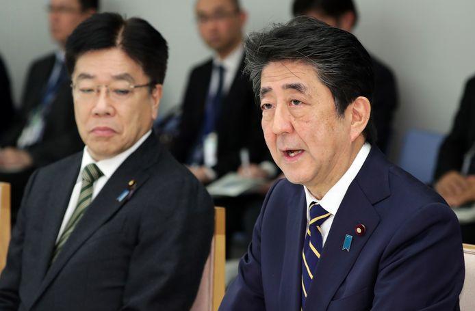 Shinzo Abe (rechts).