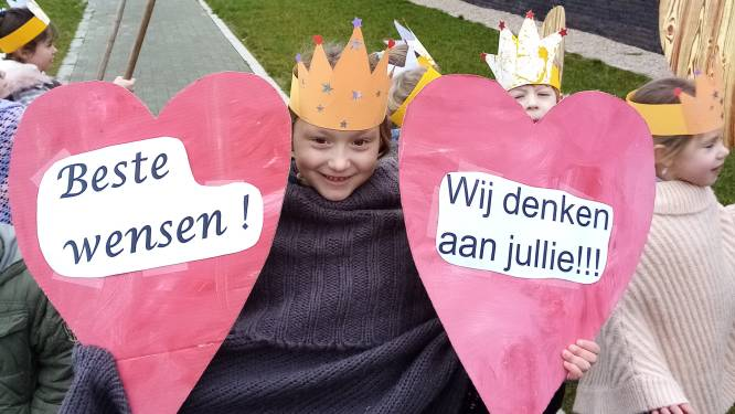 Kinderen van Groene Lilare in Opbrakel verrassen rusthuisbewoners en kloosterzusters met nieuwjaarswensen