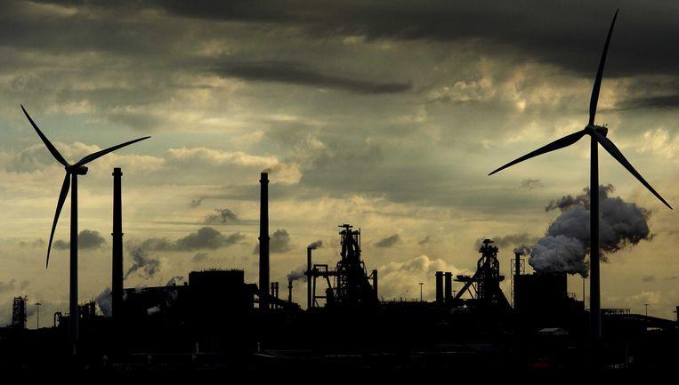 De Hoogovens van staalproducent Tata Steel gezien vanaf de Noordzee. Beeld anp