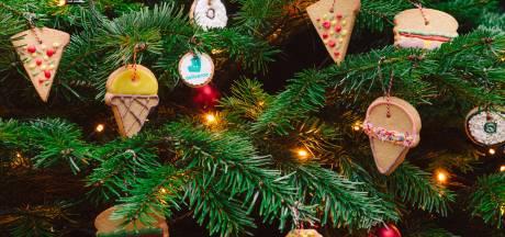 Hang eens een stuk pizza of sushi in je kerstboom: Deliveroo lanceert eetbare kerstversiering