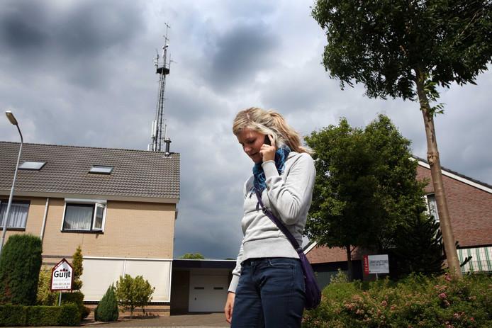 Soms staat een zendmast voor mobiele telefonie middenin een dorp. In Haarlo willen inwoners dat voorkomen. De mast moet volgens hen op minstens een kilometer van de bebouwde kom geplaatst worden.