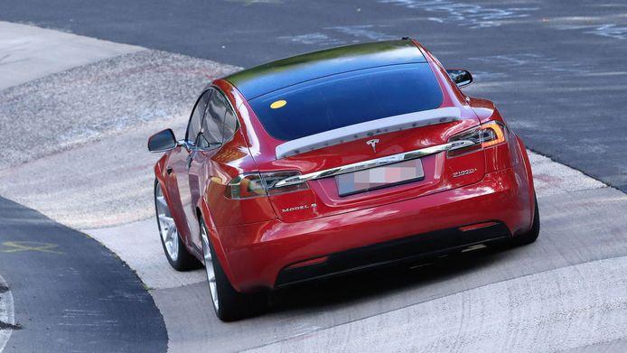 Tesla Model S P100 D+.