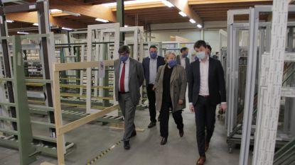 Minister Nathalie Muylle bezoekt 'coronaproof' werkomgeving bij Winsol en Roeselaarse winkelstraten