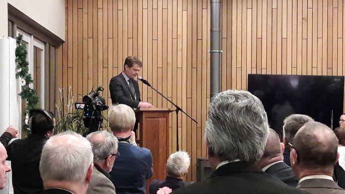 Burgemeester Michiel van Veen tijdens zijn nieuwjaarstoespraak in De Bron in Handel.