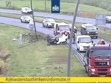 Auto vliegt over de kop op A50 bij Eindhoven