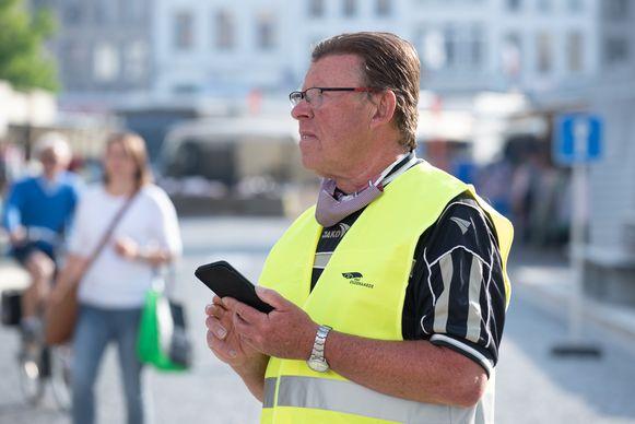 Stewards houden met een app het aantal bezoekers bij.