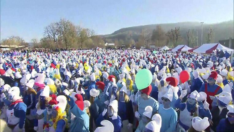 2.762 mensen kwamen verkleed als Smurf naar het Duitse dorpje.