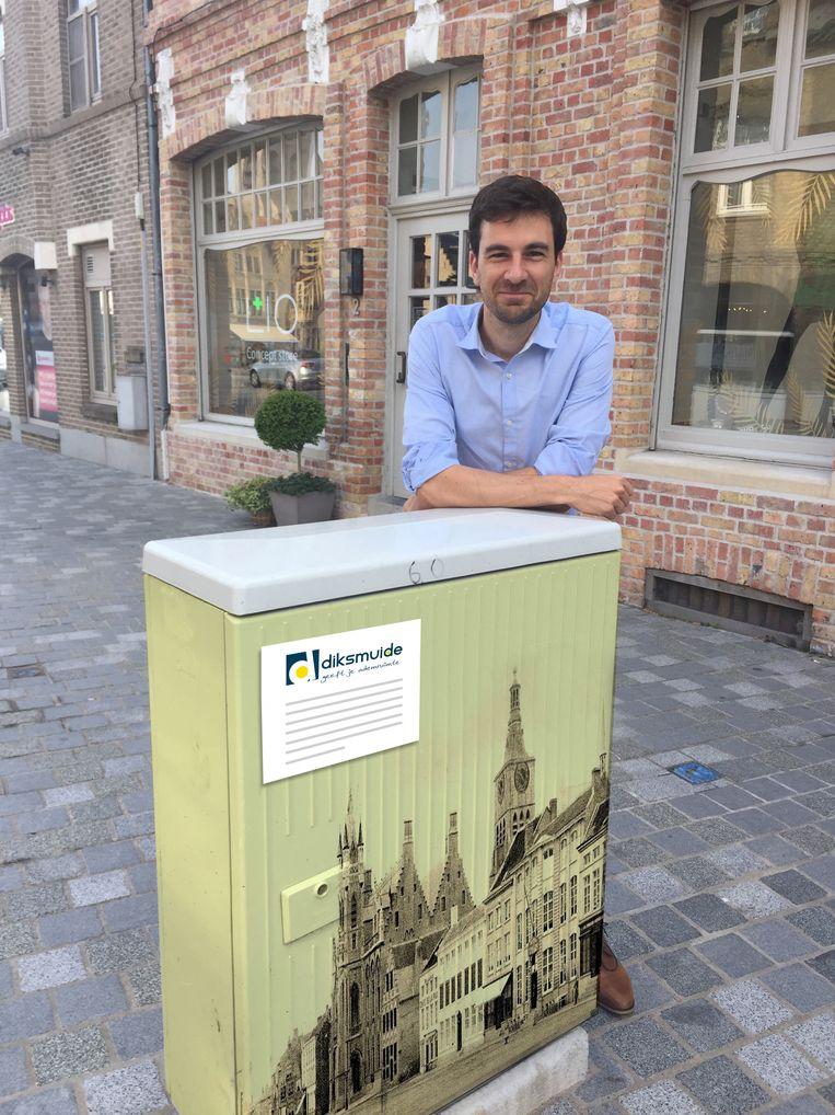 Een voorbeeld van hoe een nutskast eruit zou kunnen zien. Het voorstel van Koen Coupillie om de grijze nutskasten creatiever aan te kleden keurde de gemeenteraad goed.