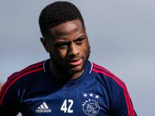 Bizarre eigen goal van Ajax-back Zeefuik