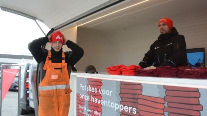 Havenbedrijf deelt 10.000 gratis mutsen uit