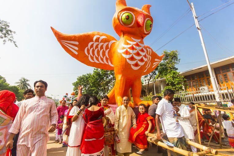 De viering van het Bengaals nieuwjaar wordt georganiseerd door docenten en studenten van de kunstacademie. Beeld null
