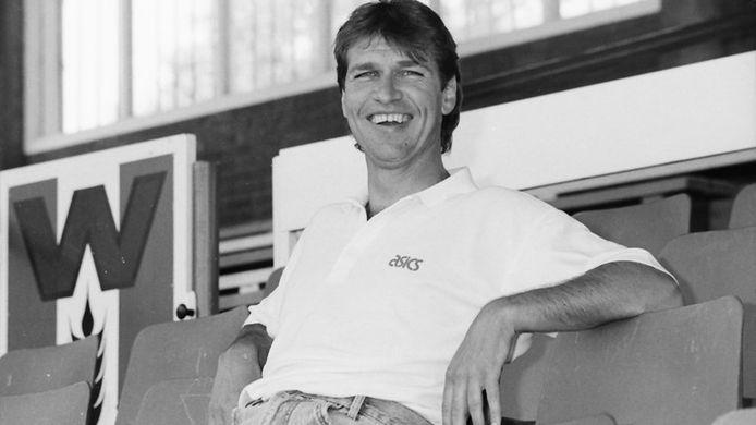 Pim Verbeek als trainer van FC Wageningen in de jaren '90.