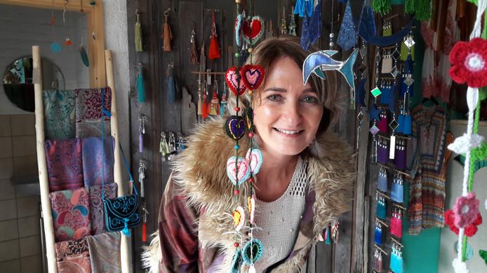 Marion in haar winkel Bohemian Treasure.