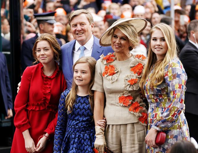04873d96f3ecea Koningin Máxima en prinses Amalia stralen in creaties van Belgische ...