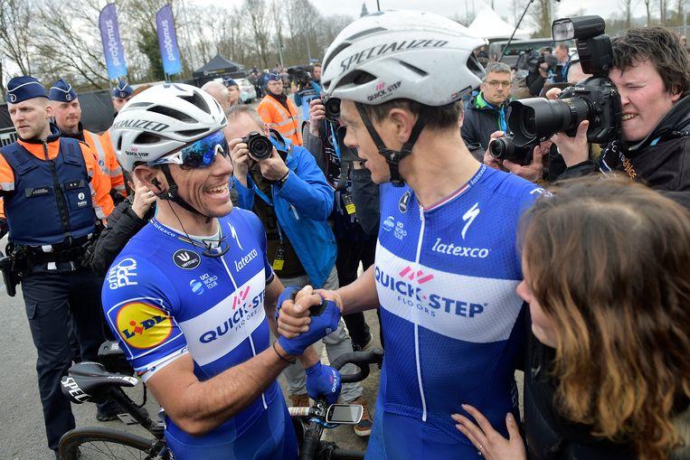 Philippe Gilbert en Niki Terpstra vieren de overwinning. Beeld Belga