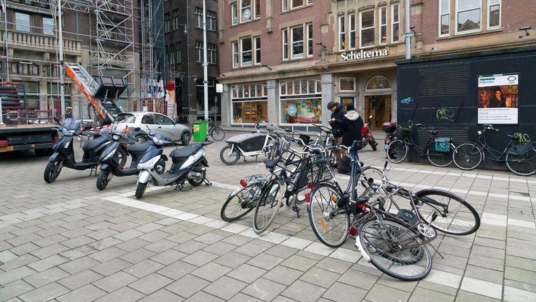 Onder Het Rokin moet ruimte komen voor zeker 260 fietsen. Beeld Roï Shiratski