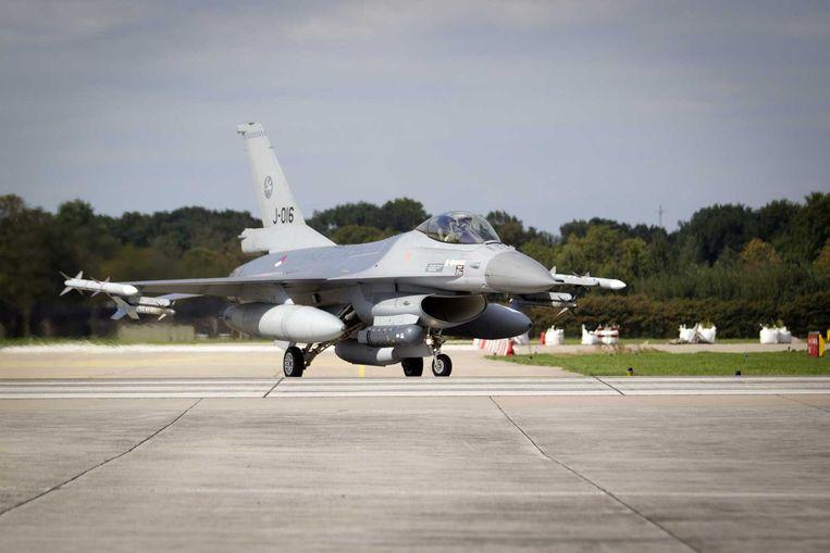 Een F16 op de luchtmachtbasis in Volkel. Beeld null