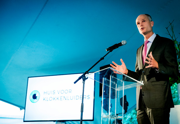 Minister Stef Blok opende het Huis voor Klokkenluiders in 2016.