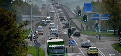 'Vier rijstroken voor Rijnbrug', zegt nu  ook Neder-Betuwe