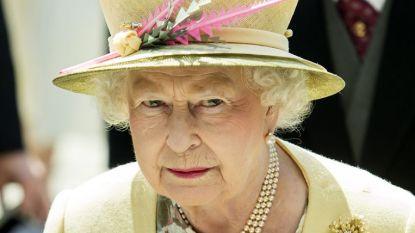 Koningin Elizabeth eert overleden vriendin met opvallende broche